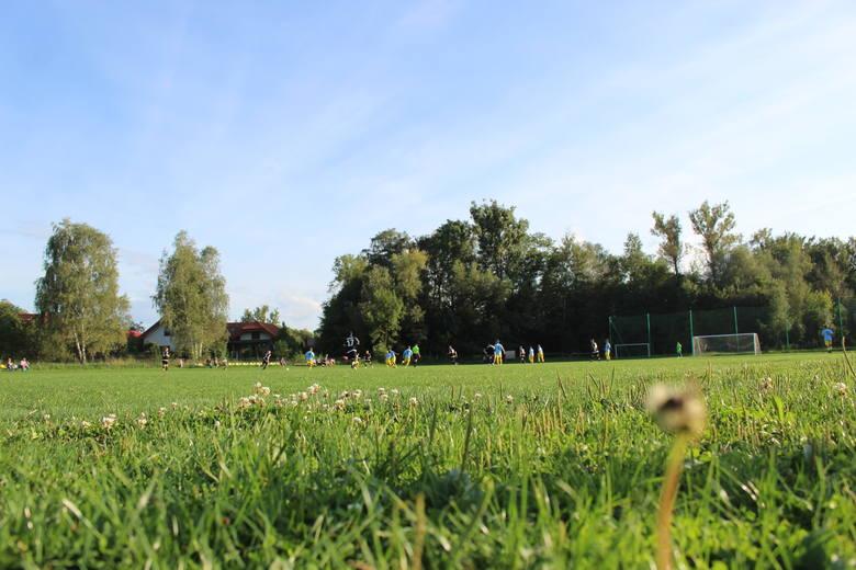 To boisko klubowi służy od początku działalności, ale przez kilka lat grać się na nim nie dało