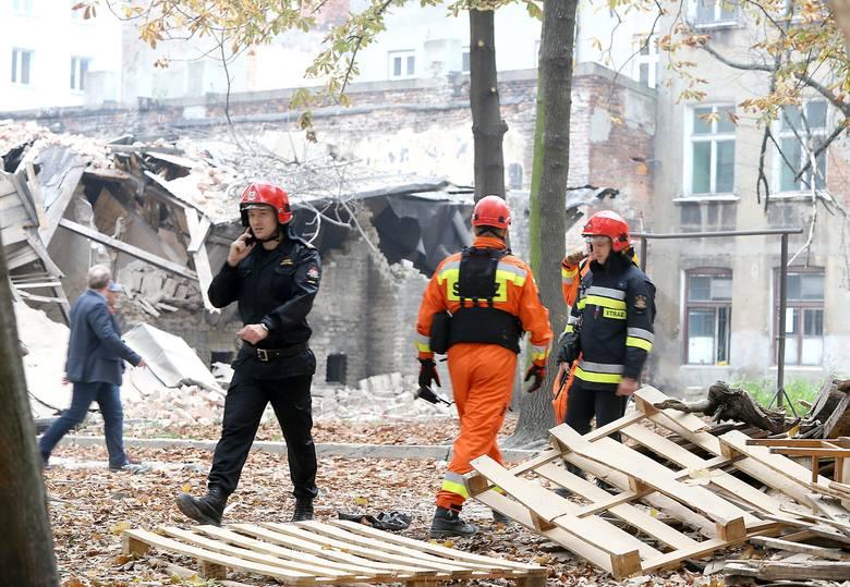 Kamienica przy Rewolucji 1905 r. zawaliła się po godz. 9. Po katastrofie budowlanej ulica została zamknięta dla ruchu. Na miejscu pojawiła się policja,