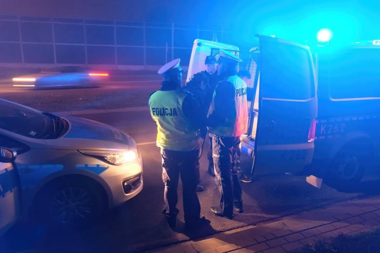 W środę po godz. 19, przemyscy policjanci otrzymali zgłoszenie od dwóch mężczyzn, że na al. Solidarności zatrzymali oni pijanego kierowcę peugeota.Zobacz