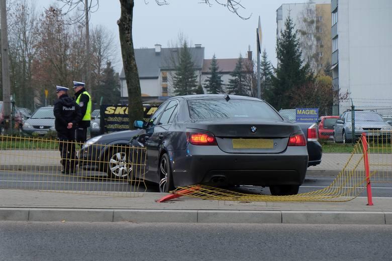 W niedzielę, około godz. 14.20, na ulicy Antoniuk Fabryczny doszło do zderzenia niebezpiecznego zderzenia BMW z radiowozem