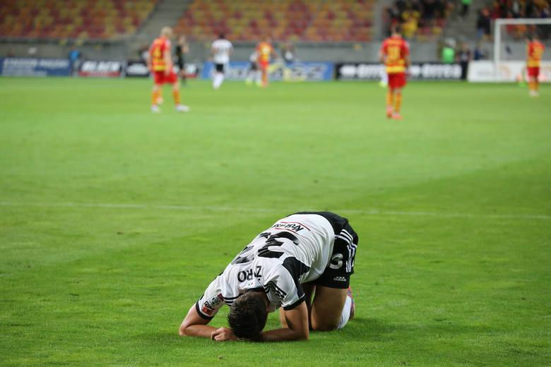 6 listopada 2010 r, , 12 kolejka Legia - Jaga 2:0. Legioniści przedłużyli swoją passę zwycięstw. Jaga wtedy też była na fali ale po samobójczej bramce Andriusa Skerli mecz nie ułożył się po myśli piłkarzy z Białegostoku.<br /> <br /> W rewanżu Jaga przed dużą cześć drugiej połowy grała w...