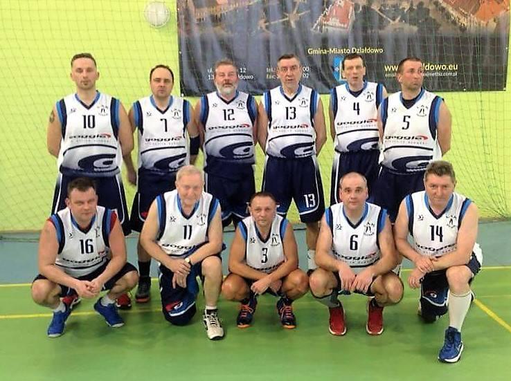 Srebrna drużyna oldbojów z Poznania. Stoją od lewej: Maciej Friedrich, Tomasz Lubiński, Maciej Dudek, Tomasz Szafrański, PAweł Zygman i Jarosław Jujeczka.