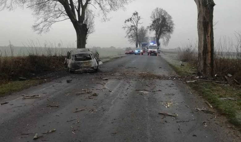 Niedziela zaczęła się tragicznie w powiecie brodnickim. W miejscowości Stare Świerczyny w gminie Bartniczka około godziny 6.30 na drodze 554 samochód