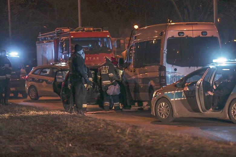 Do pościgu doszło w poniedziałek, 11 lutego. Kierowca forda jak szalony uciekał ulicami w centrum Zielonej Góry. Jechał pod prąd. W końcu uderzył w radiowóz.