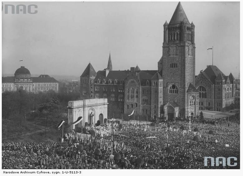 Uroczystość odsłonięcia pomnika Wdzięczności - 1932 rok