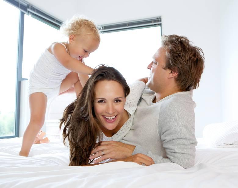 Urlop rodzicielski przysługuje wtedy, gdy skończył się okres urlopu macierzyńskiego. Jak się starać o urlop rodzicielski? Ile dni przysługuje?