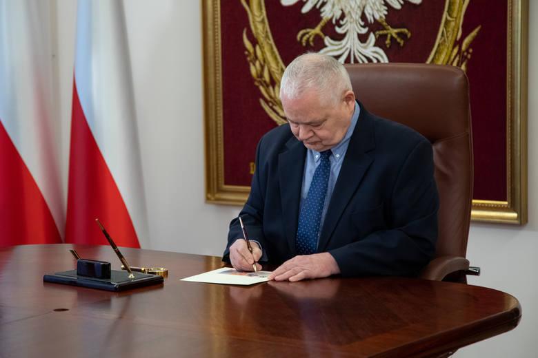 Lech Kaczyński na banknocie. Prezes NBP Adam Glapiński podpisał w sobotę (10 kwietnia) wzór banknotu kolekcjonerskiego z wizerunkiem prezydenta Lecha