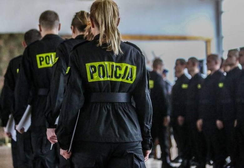 Ile w 2018 roku zarabiają policjanci na poszczególnych stopniach kariery? Ile zarabiają dzielnicowi, a ile komendanci? Dane uzyskano z NSZZ Policjantów