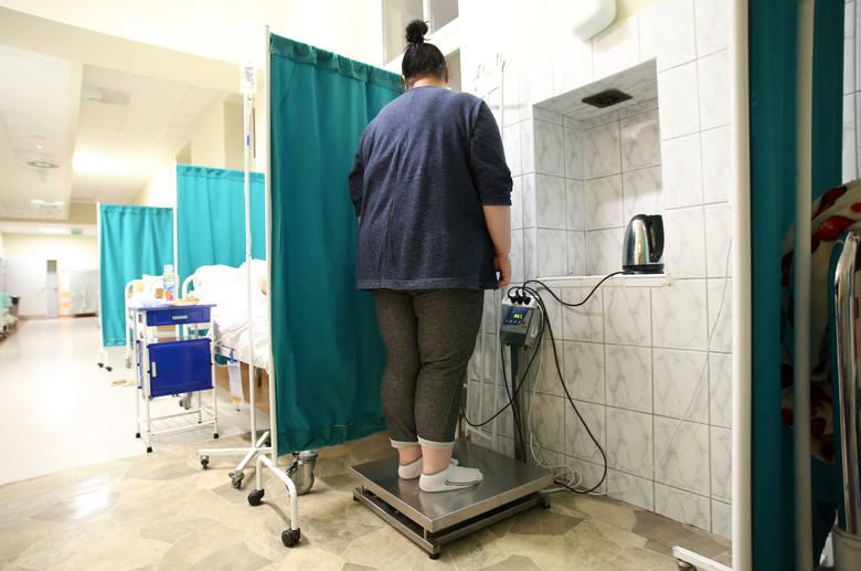 Polskie dzieci i młodzież znajdują się w czołówce najbardziej otyłych nastolatków na świecie - wynika z raportu Światowej Organizacji Zdrowia. Odsetek