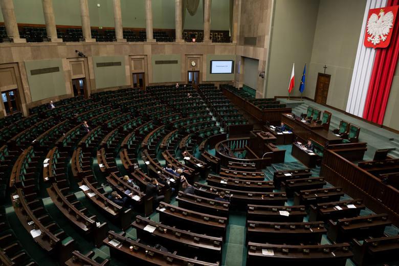 Przerwa w obradach Sejmu. Stary Sejm zbierze się po wyborach. Opozycja ma podejrzenia