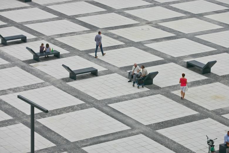 Piekło Wrocławia, betonoza, betonowe pustynie - to tylko niektóre określenia, na te miejsca Wrocławia, gdzie króluje beton i asfalt i w dni takie jak