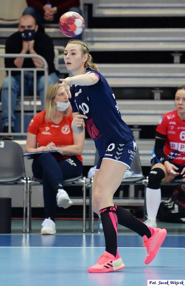 MKS Perła Lublin ogłosił transfer nowej zawodniczki. W nowym sezonie w drużynie zagra Julia Zagrajek. Zobacz zdjęcia