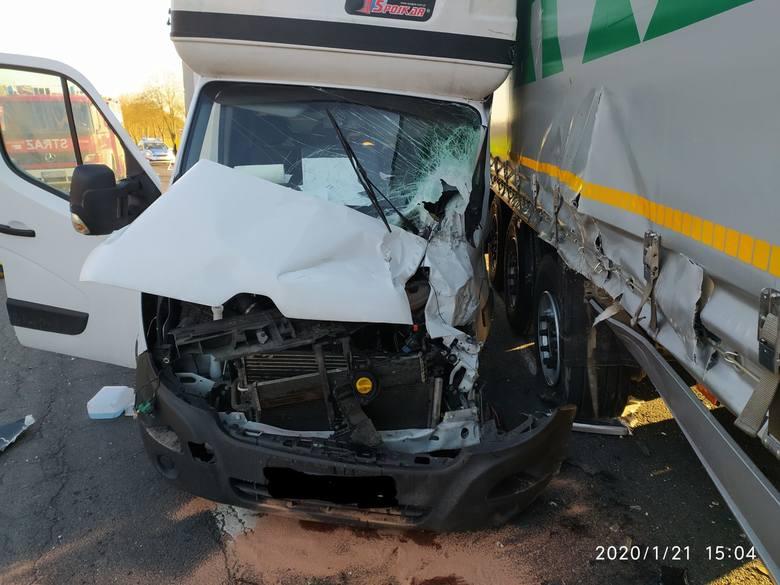 Kolizja miała miejsce na drodze krajowej nr 92. Doszło do niej we wtorek, 21 stycznia,w  godzinach popołudniowych. Zderzyła się ciężarówka i samochód