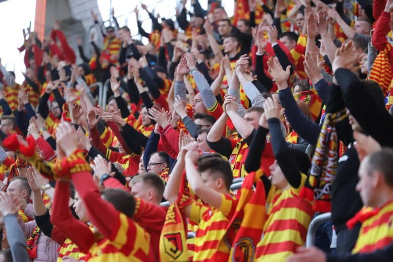 Podczas sobotniego meczu Jagiellonia - Zagłębie Sosnowiec na trybunach stadionu miejskiego w Białymstoku zasiadło ponad 6 tys. widzów. Od początku spotkania,