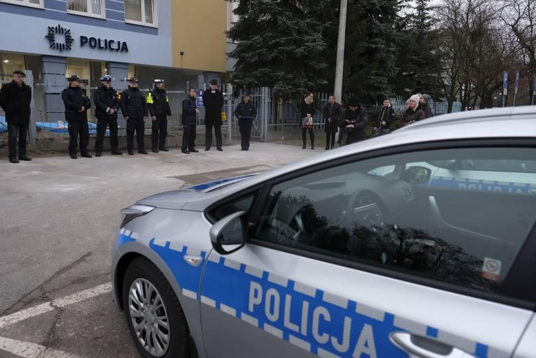 Czterech policjantów zostało już wydalonych ze służby w związku ze spotkaniem z alkoholem w tle, do którego doszło w połowie lipca tego roku w budynkach