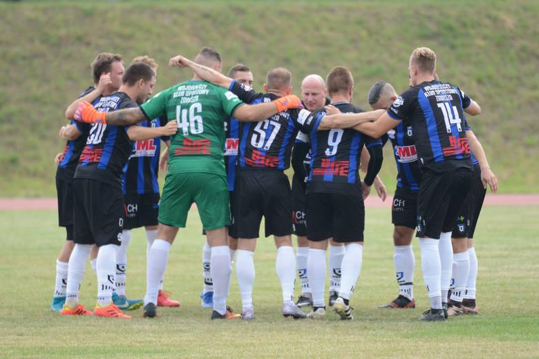 Zawisza Bydgoszcz jest liderem w I grupie V ligi. Niebiesko-czarni jako beniaminek wygrali 12 meczów i 2 przegrali. Zgromadzili 36 punktów, strzelili