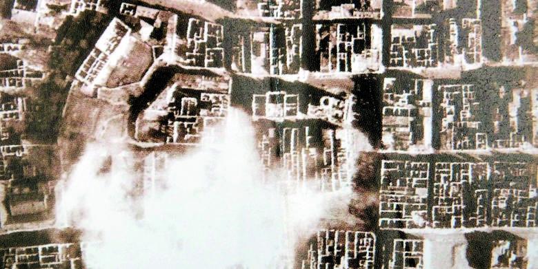 Wypalone dachy poznańskiego Starego Miasta. Zniszczenia sięgnęły kilkudziesięciu procent.
