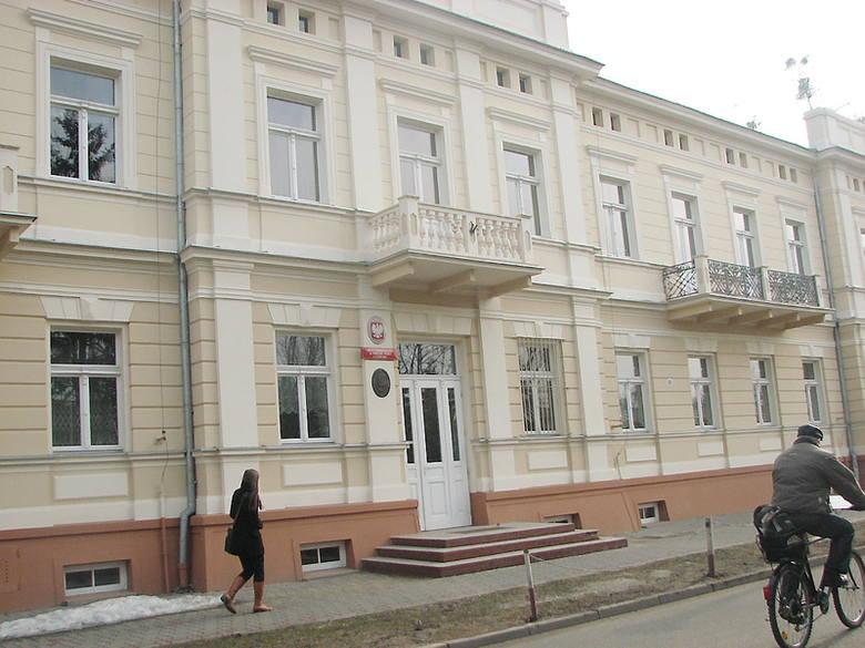 iW ubiegłym roku budynek Licerum Ogólnokształcącego w Ciechocinku otrzymał nową elewację.  Inwestycja kosztował 460 tys. złotych. Prace wykonała nieszawska