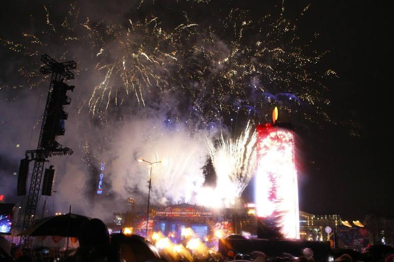 WOŚP 2019 ŚWIATEŁKO DO NIEBA Warszawa [ZDJĘCIA] Pokaz laserowy na zakończenie 27. finału Wielkiej Orkiestry Świątecznej Pomocy