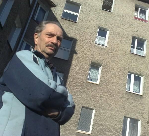 Czesław Picz wykupił na własność zajmowane mieszkanie. Czekał jednak 8 miesięcy. W tym czasie płacił o 70 zł większy czynsz.