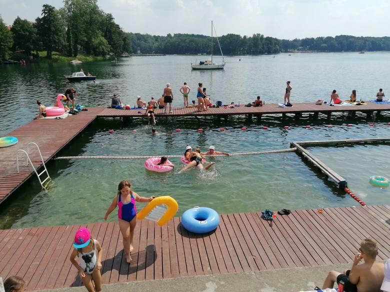 Łagów. Upalna sobota nad jeziorem. Jedni wybierali kąpiel, inny chowali się w cieniu. Zobaczcie, jak było