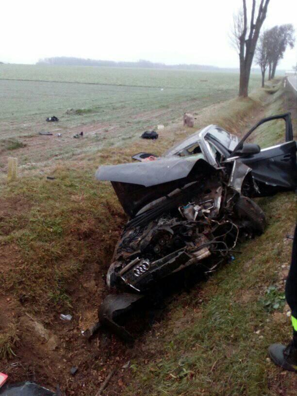 W miejscowości Brulino Kozki samochód osobowy wjechał do przydrożnego rowu.