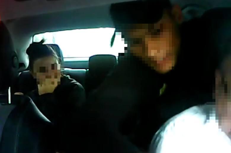 Brutalny atak nożem na taksówkarza. Materiał wideo pojawił się w internecie. - Ro***biesz się? - krzyczał napastnik