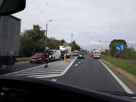 W poniedziałek ok. godz. 10 na drodze krajowej nr 10 miedzy Lubiczem Górnym i Brzozówką doszło do kolizji trzech samochodów: dwóch osobowych i jednego