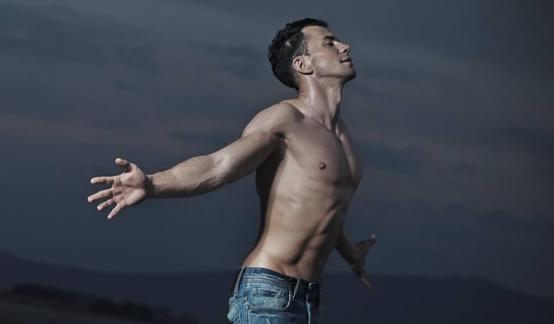 W Narodowym Spisie Powszechnym z 2011 roku policzono singli w Polsce. Brano pod uwagę kobiety i mężczyzn powyżej 15. roku życia. Odsetek singielek/singli