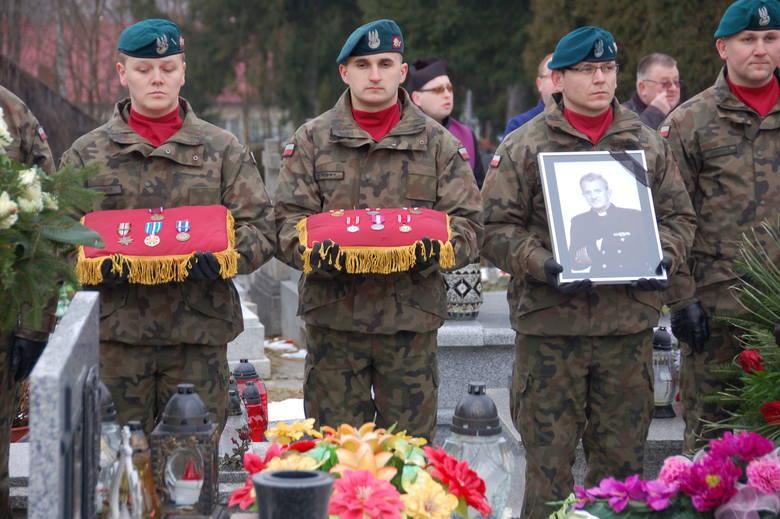 Pogrzeb komandora ks. Zbigniewa Kłuska w rodzinnej Lubczy