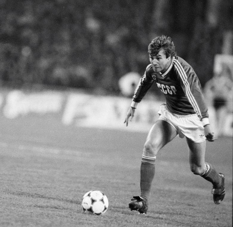 Pierwszą zagraniczną gwiazdą z prawdziwego zdarzenia na polskich boiskach był Anatolij Demianienko. W latach 80. podstawowy zawodnik Dynama Kijów, z