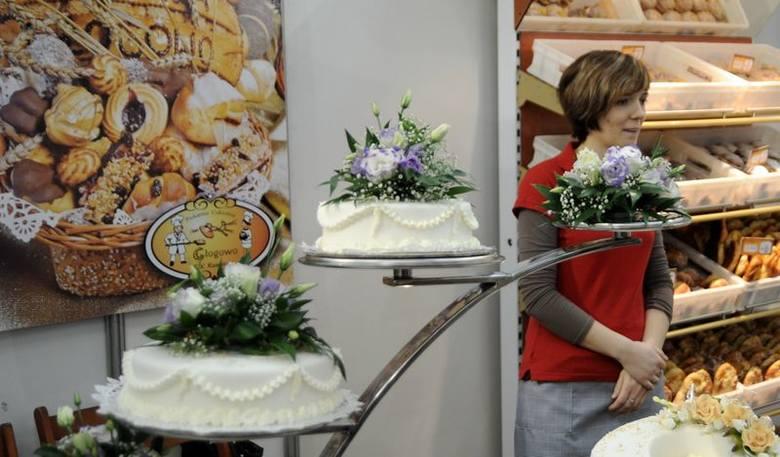 Te torty weselne wyglądają na przepyszne... Mniam (fot. Lech Kamiński)