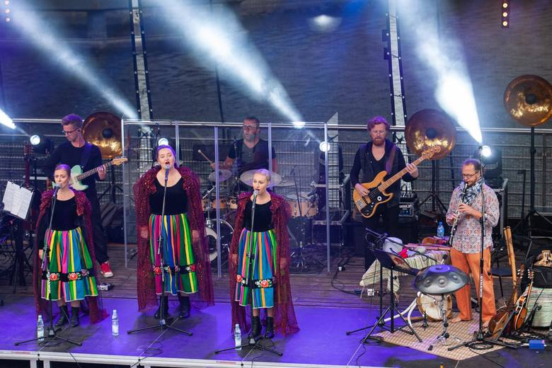 Szósta edycja Rzeki Muzyki rozpoczęta z przytupem! Zespół Tulia - mimo kapryśnej pogody - w niedzielny (7 lipca) wieczór przyciągnęły na koncert tłumy