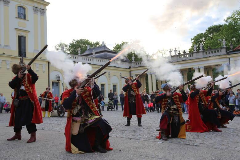 Co roku największą popularnością cieszy się m.in. zwiedzanie ekspozycji w Bramie Wielkiej Pałacu Branickich oraz pawilonach pałacowych, możliwość zobaczenia