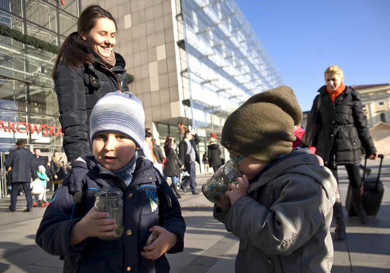 Słoiki z powietrzem wolnym od zanieczyszczeń trafiły do krakowian
