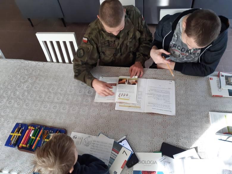 Pomoc w rytmie wojskowego życia. Czym zajmuje się wojsko w czasie pandemii?