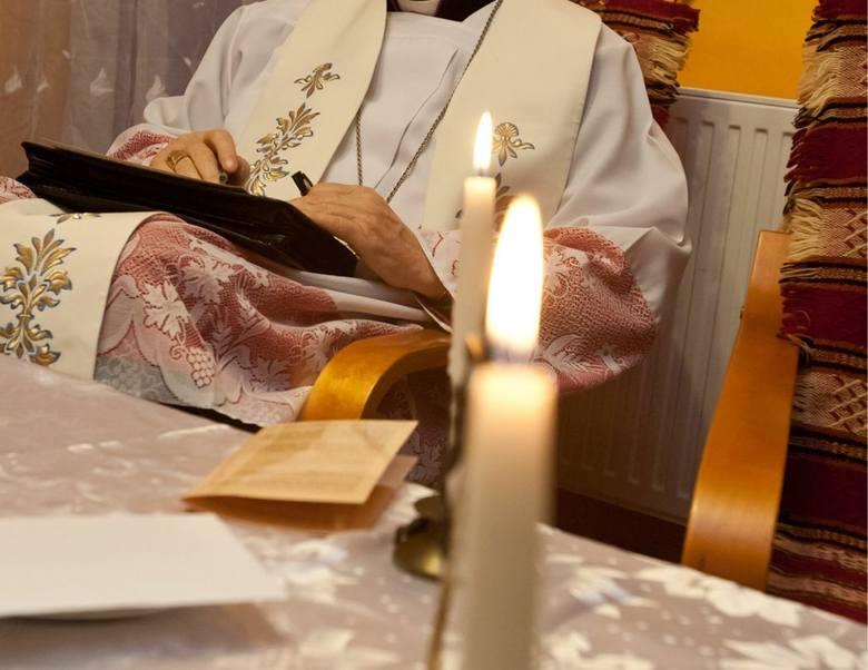 Księża podkreślają jednak, że kolęda jest przede wszystkim spotkaniem i lepiej przygotować się do niej duchowo niż materialnie. Zaznaczają natomiast,
