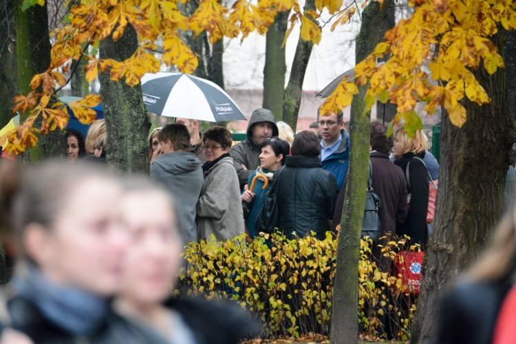 Alarm bombowy w liceach. Ewakuacja szkół w Białymstoku (zdjęcia)