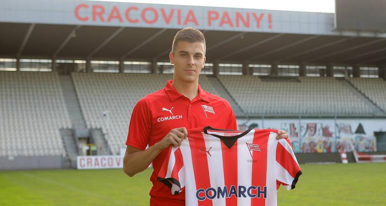 21-letni napastnik Sandecji Nowy Sącz był łączony z dwoma klubami PKO Ekstraklasy - Śląskiem Wrocław i Cracovią.Finalnie zdecydował się na przenosiny