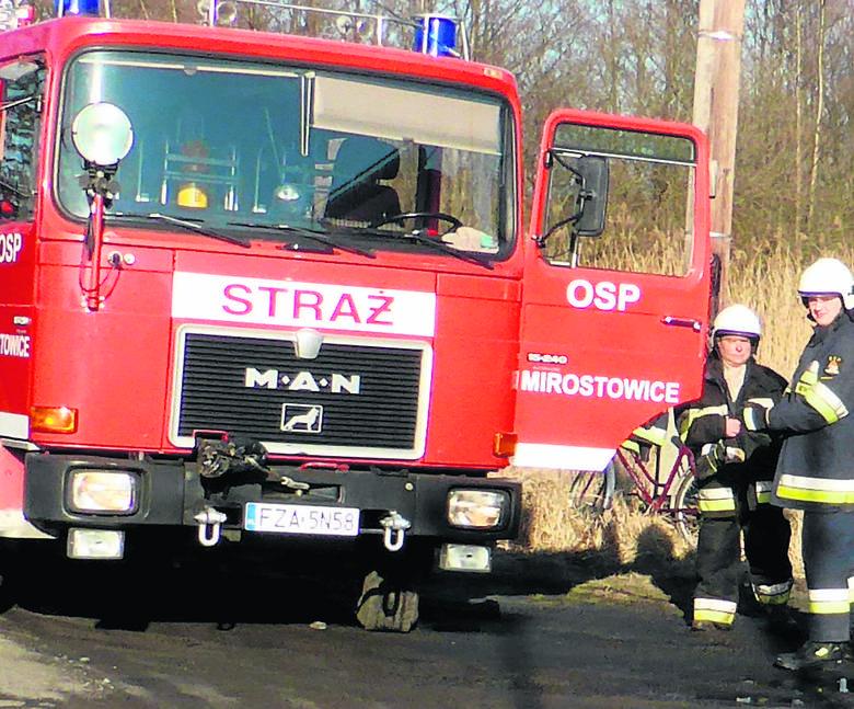 Budynek przy ul. Piastowskiej płonął już drugi raz wtym roku. Strażacy podejrzewają podpalenie. Dochodzenie prowadzi policja.