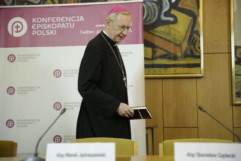 Abp Stanisław Gądecki i inni księża odmawiali współpracy z prokuraturą. Nie chcieli przekazać dokumentów i pokazać dowodów, które doprowadziły do usunięcia