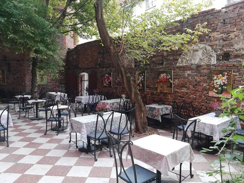 """W ostatnim czasie z kulinarnej mapy Torunia zniknęło wiele lokali gastronomicznych, w tym jedna z najpopularniejszych toruńskich restauracji, """"Róże i"""