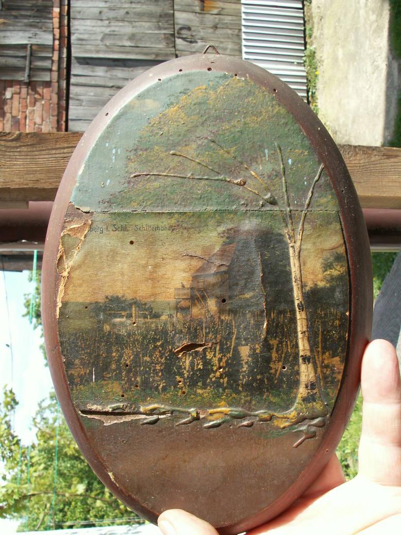 Pocztówka na deseczce znaleziona właśnie w tym domu która jest na pocztówce, na winnicy w Zielonej Górze.
