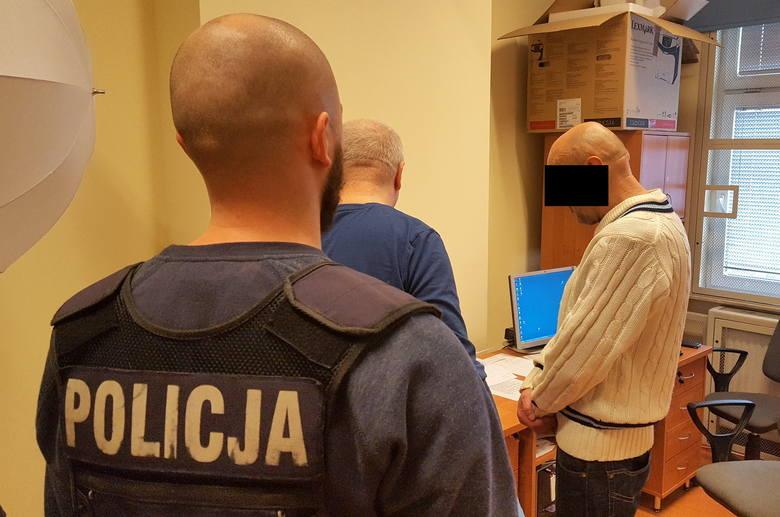 56-letni bydgoszczanin ukradł dwie butelki alkoholu z jednego ze sklepów na Gdańskiej w Bydgoszczy. Teraz co najmniej 3 miesiące posiedzi w areszcie.Do