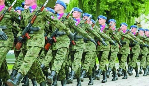 Szkolenie kompanii honorowej Inspektoratu Wsparcia na terenie 1. Batalionu Dowodzenia Okręgu Wojskowego w Bydgoszczy.