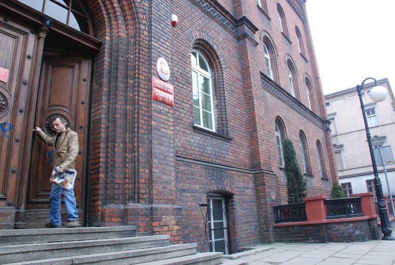 Budynek kozielskiego sądu to jeden z najstarszych gmachów - zbudowano go w XIX wieku. Jego obecny wygląd zewnętrzny niewiele się różni od tego z tamtych