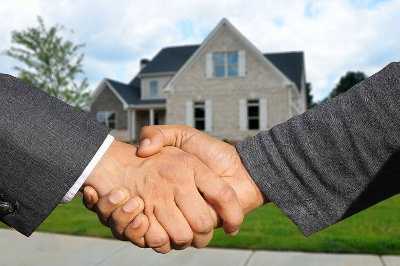 Chciałbyś kupić dom po cenie dużo niższej niż rynkowa? Zainteresuj się licytacjami komorniczymi. Dla tych, którzy szukają okazji, przygotowaliśmy wykaz