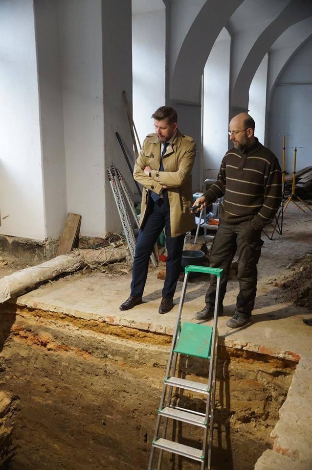 Przy okazji remontu Pałacu wykonano też wykopaliska archeologiczne