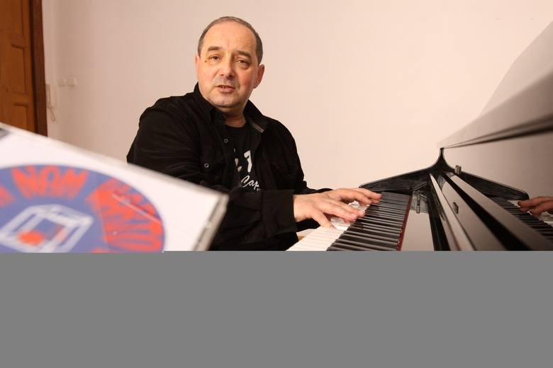 Piotr Żurowski to wokalista, instrumentalista i kompozytor