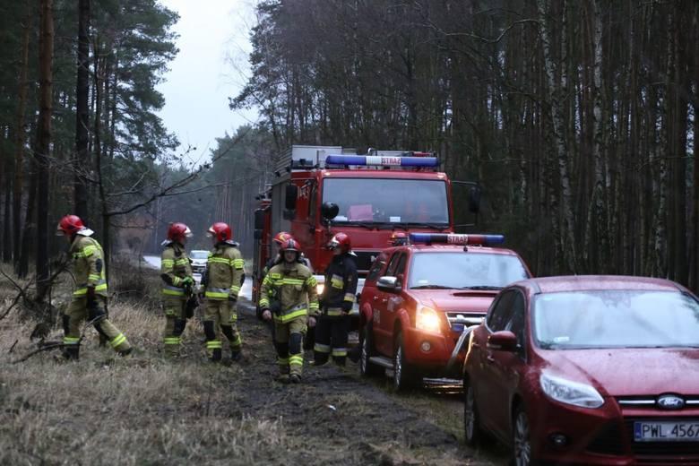 W niedzielę po godzinie 14 strażacy z Nowego Tomyśla i niemal jednocześnie z Wolsztyna dostali informacje o nielegalnych składowiskach odpadów z chemiczną